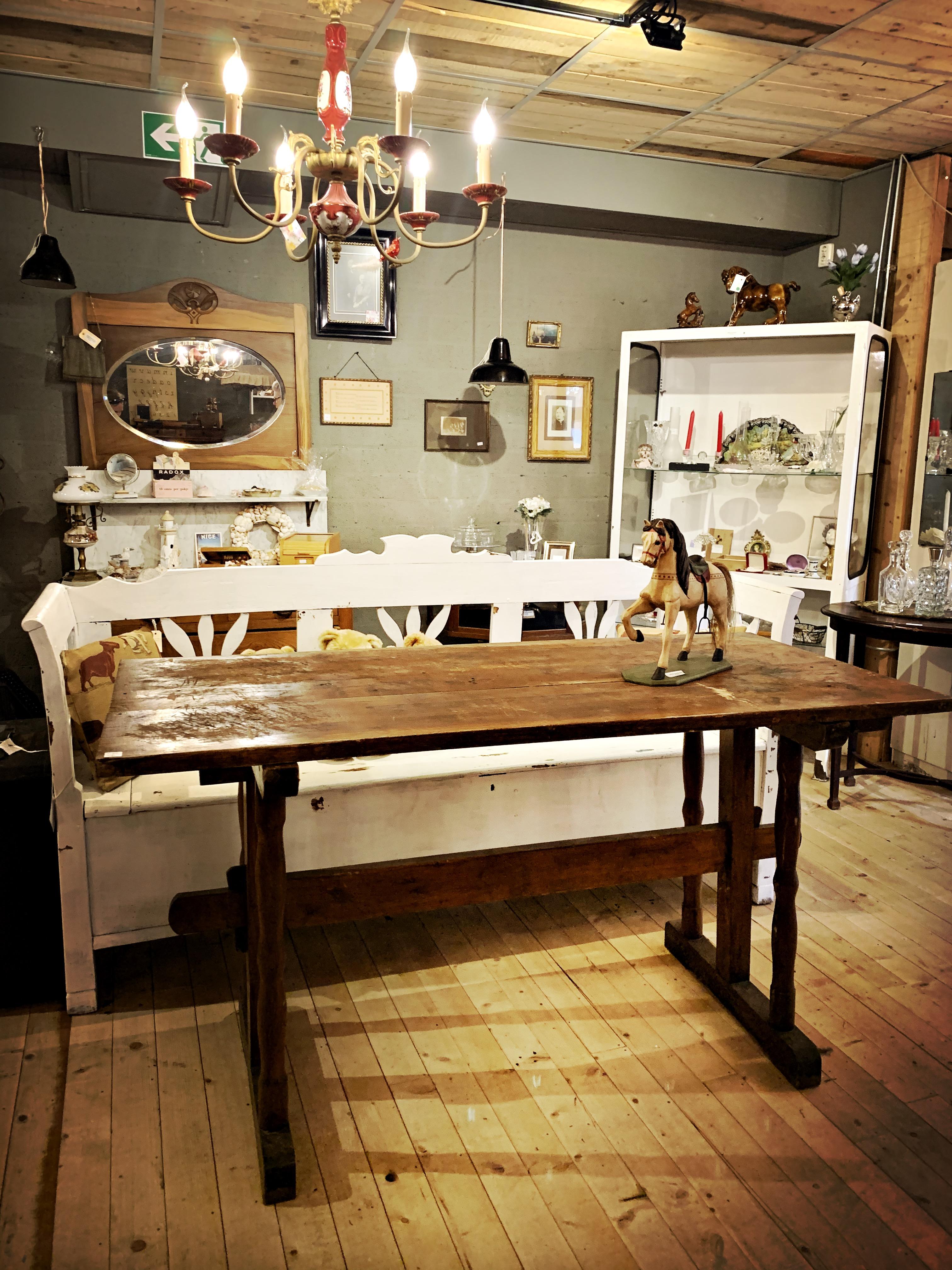 Antieke houten tafel