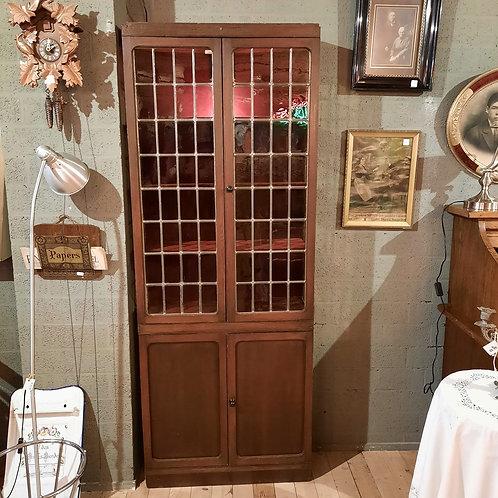 Antieke vitrine met glas in lood