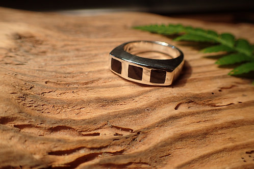 Womens Whitby Jet Ring