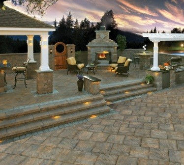 Paver-Patio-with-Grill-Island-Landscape-