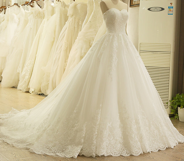 Charming Sweetheart Applique Lace Vintage Bridal Wedding Dress