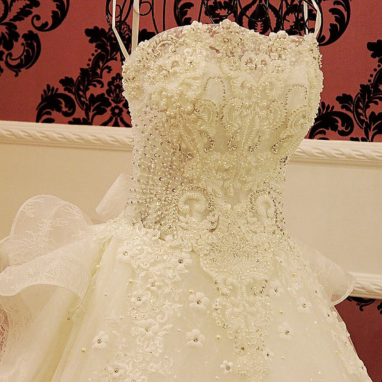 Fashion Ball Gown Strapless Beaded Crystals Wedding Dress