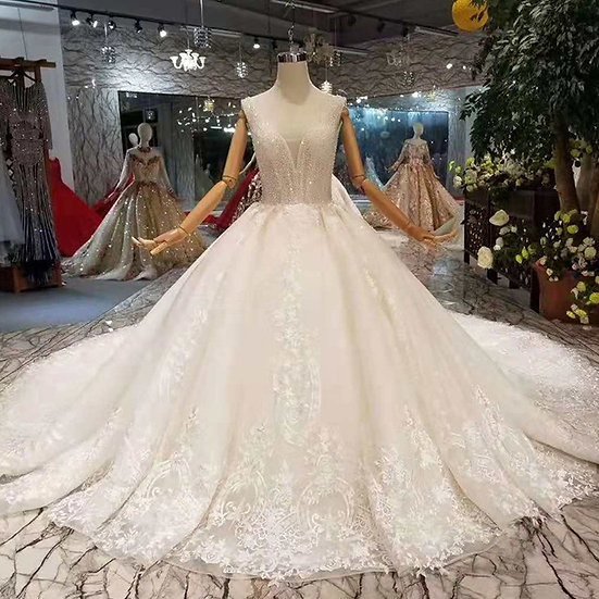 Luxury with collar chain decorate wedding gowns with long train