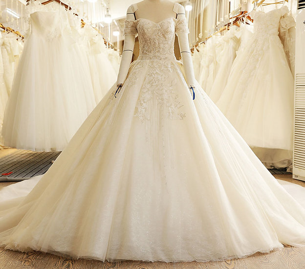 Sweetheart Lace Applique Beads Backless Long Train Wedding Dress