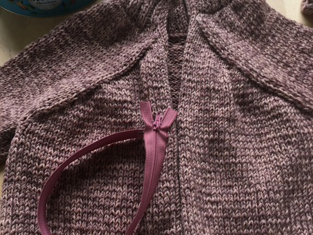 Inserting a zip into a knitted garment