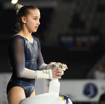 Phoebe prearing for bars at Nationals