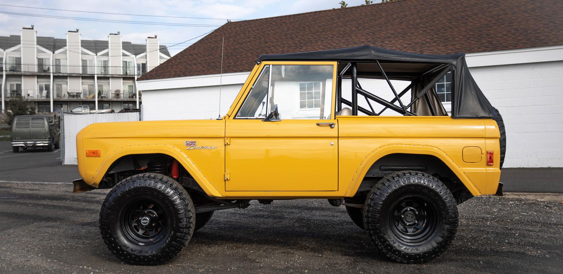 1977 Ford Bronco-3.jpg
