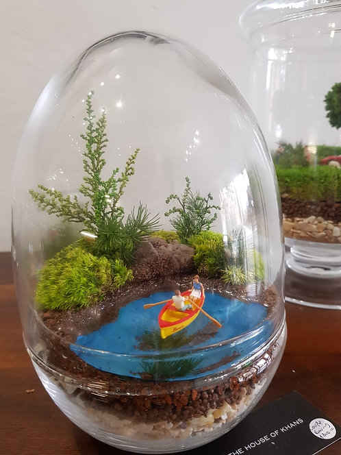 Couple in Boat - TerrariumArt