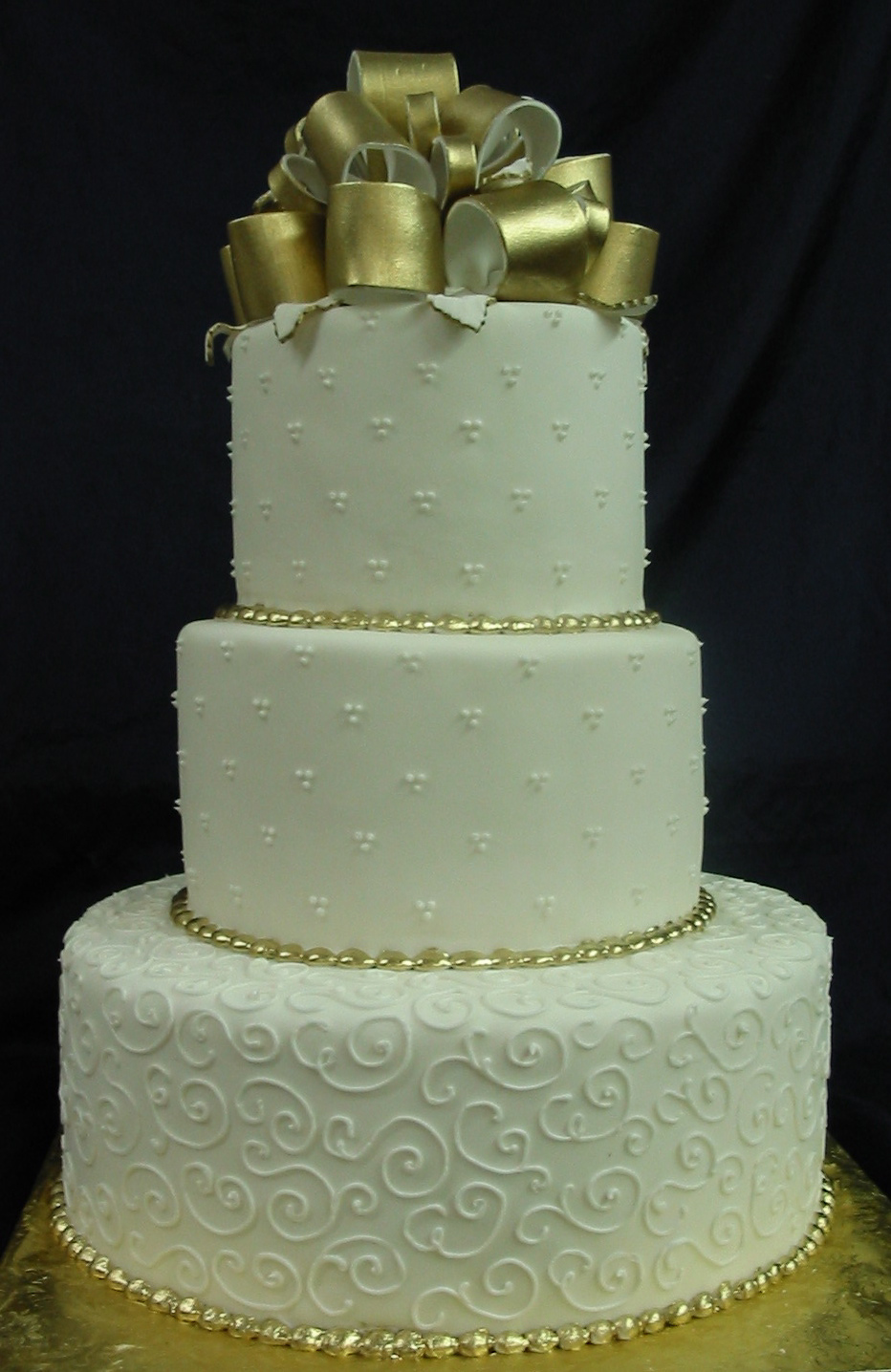 Simple tri-dot wedding cake