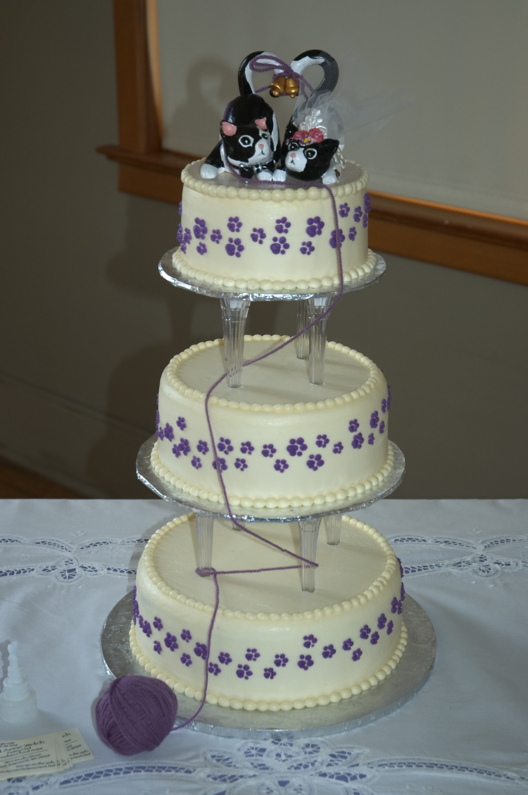 Kitty wedding cake (I made the topper too)