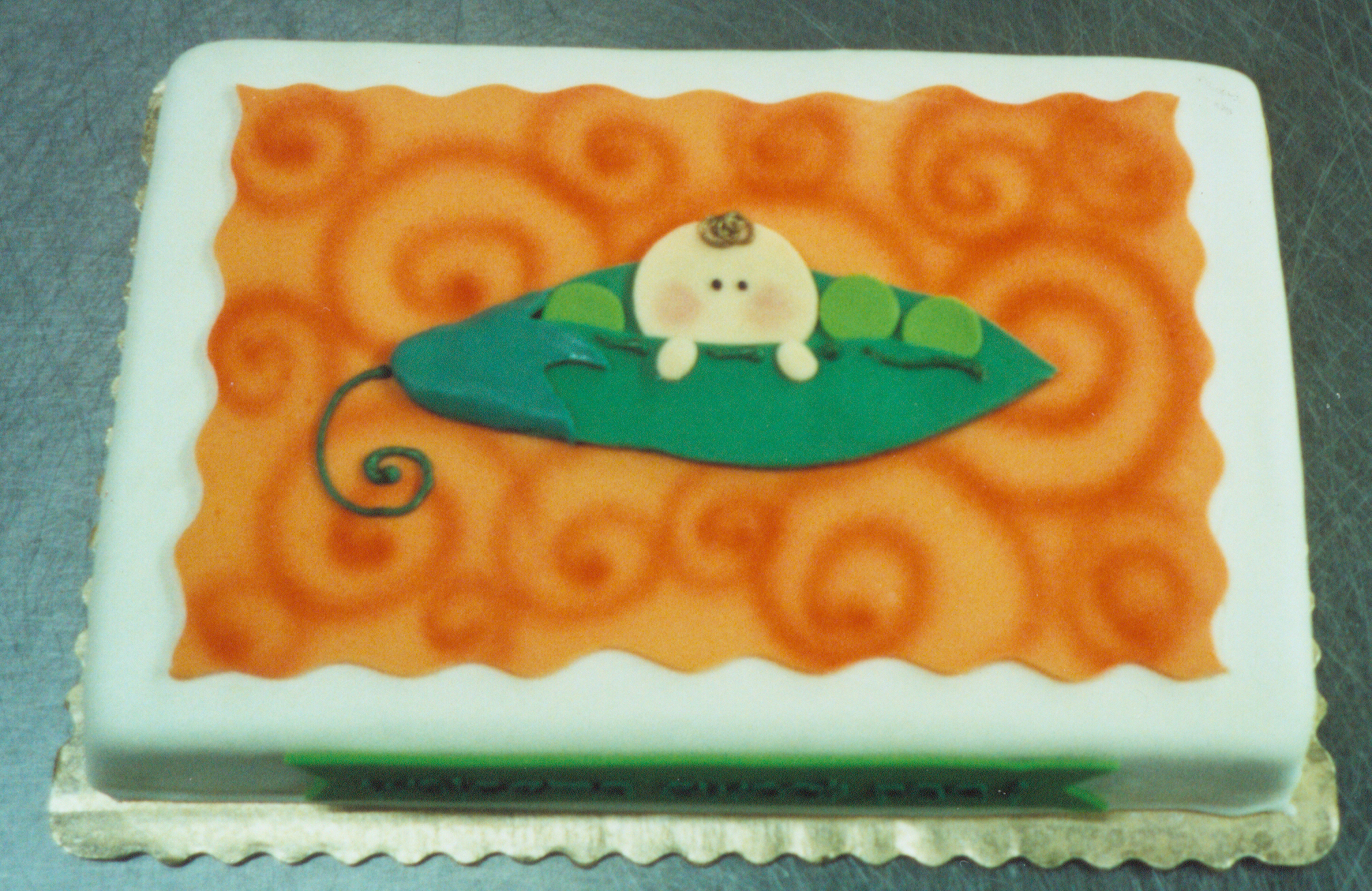 Pea in a Pod baby shower cake