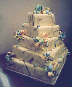 Ribbons and Pearls wedding cake