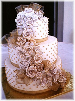 Golden Roses wedding cake