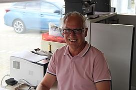 Das Bild zeigt einen Mitarbeiter im Verkauf von Grabsteine Jakobs