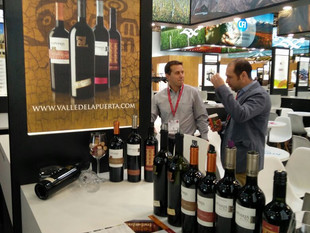 Andrew Miller at Prowein 2016 with Eco Valley's producers