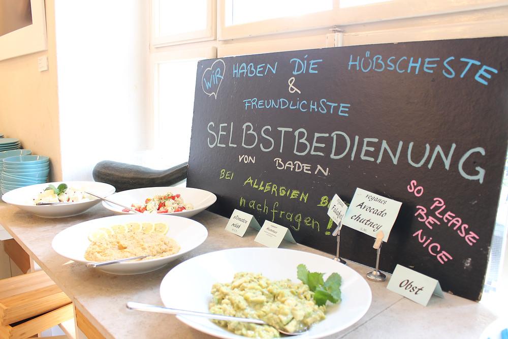 Es gibt ein kleines aber feines feines Frühstücksbuffet um EURO 15,-- / Person. Frische Eiergerichte inklusive. Das Avocadochutney hat mich natürlich besonders erfreut