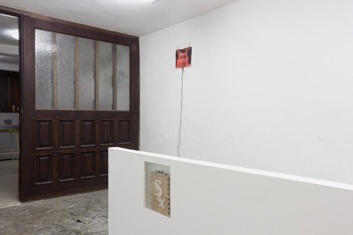 Vista de sala - Obras de Adam Cruces y Juan Manuel Parra