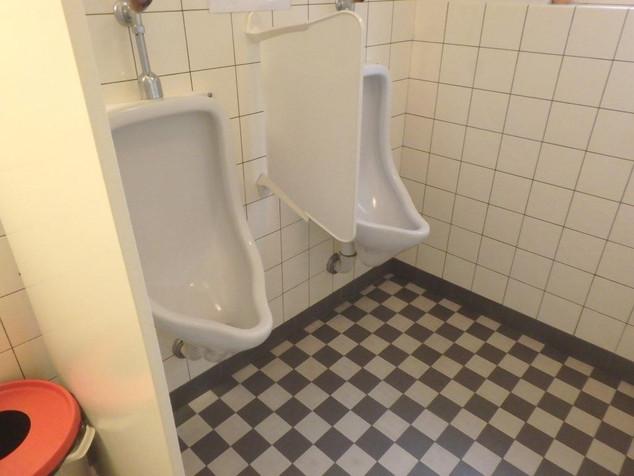 1371 ref kirche dielsdorf wc herren piss