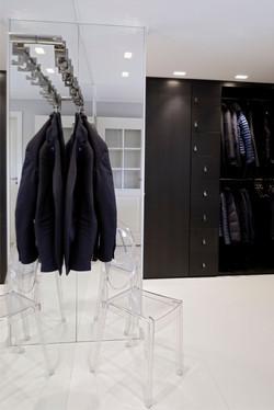 Garderobe i malt eik