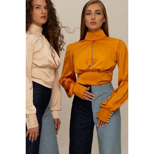 חולצת משי 100% עיצוב ייחודי, שרוולים תפוחים , גב פתוח עם קשירה וצוארון גבוה ופת