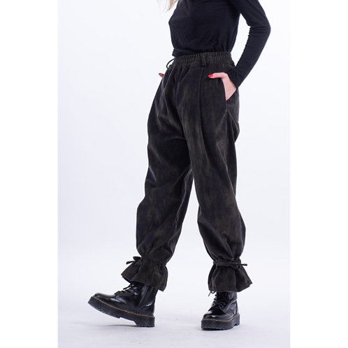 Corduroy pants for women in a sporty cut, rubber at the waist, inner and back pockets