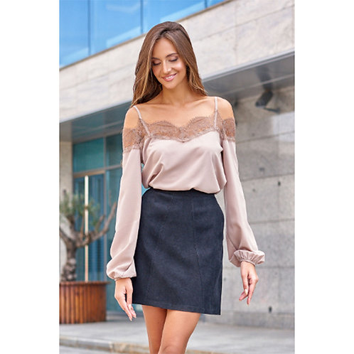Elegant straight-sleeved shirt with long sleeves