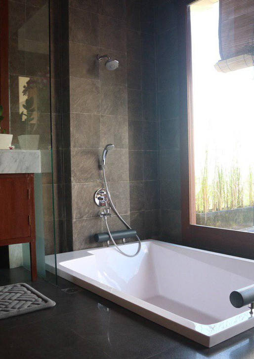 The sunken bathtub for 2.