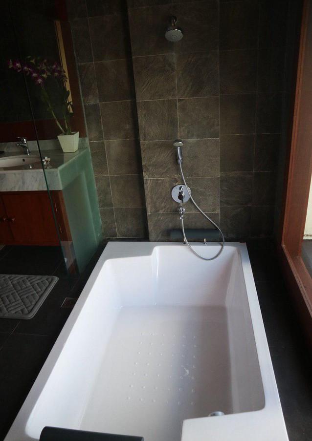 Bathtub for 2.