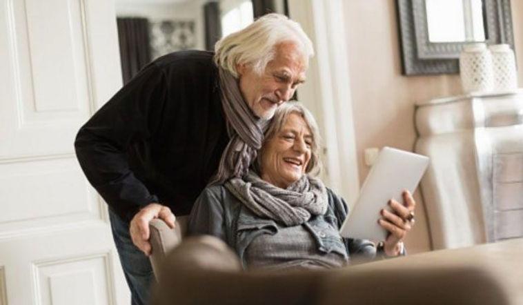 Tablet elderly people.jpg