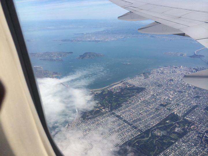 Facebook - サンフランシスコまで無事に到着した。下記の写真で、ゴールデンゲート橋を左下のところでちょっと見える。現在、20℃で結構晴れているよ。3月な