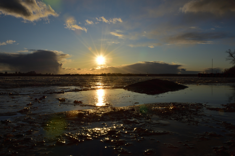 Закат на озере Шарташ 7 апреля 2020 г.