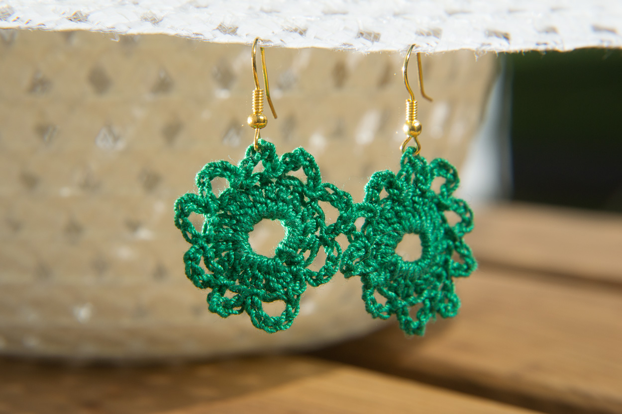 Green daisy earrings