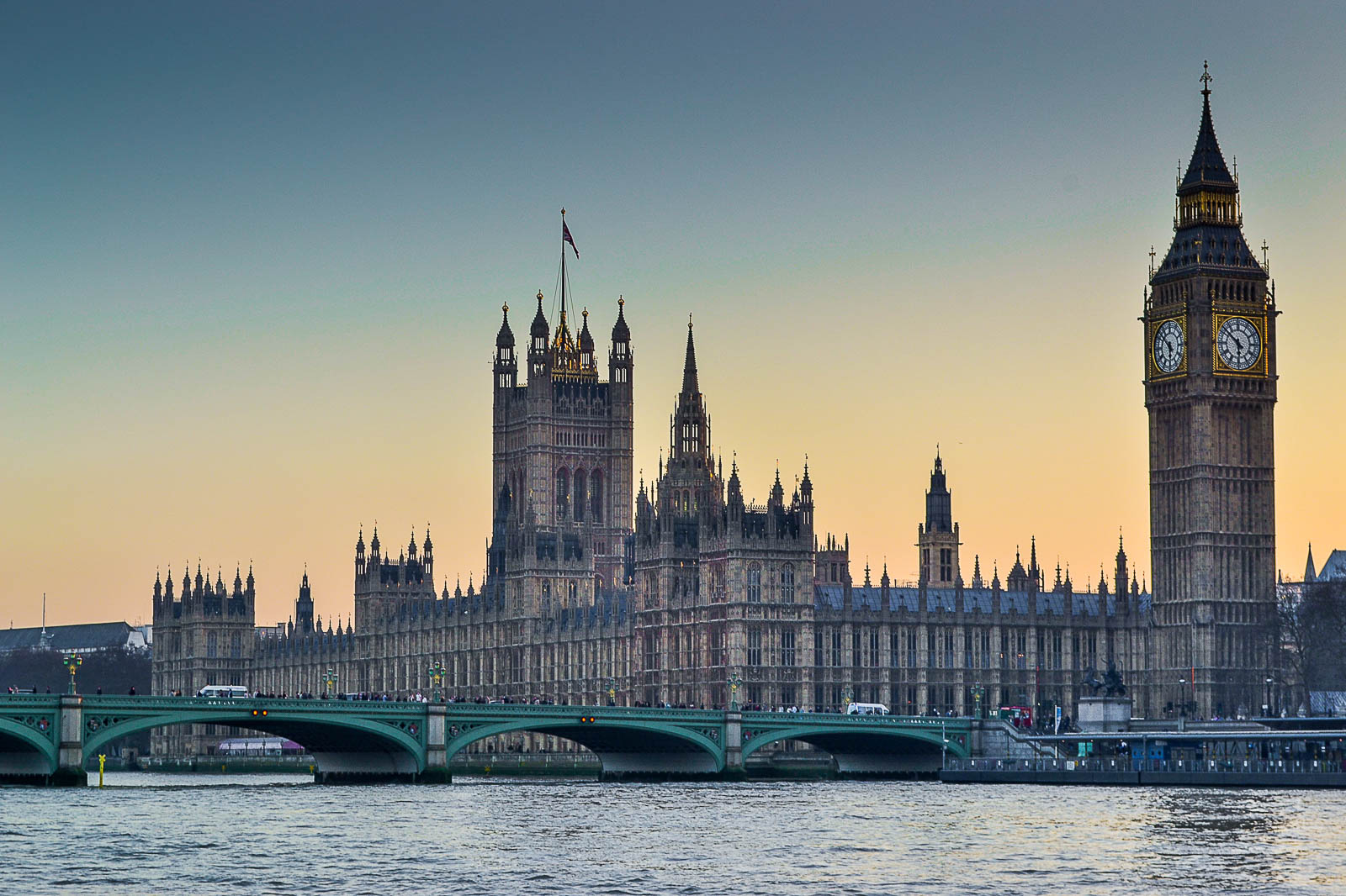 Houses_of_parlament_London