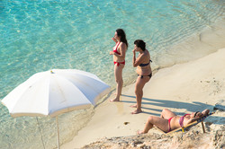 Women_beach