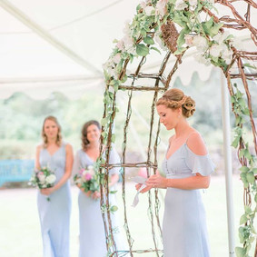 Love seeing my arch in the ceremony phot