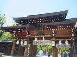 湊川神社正門