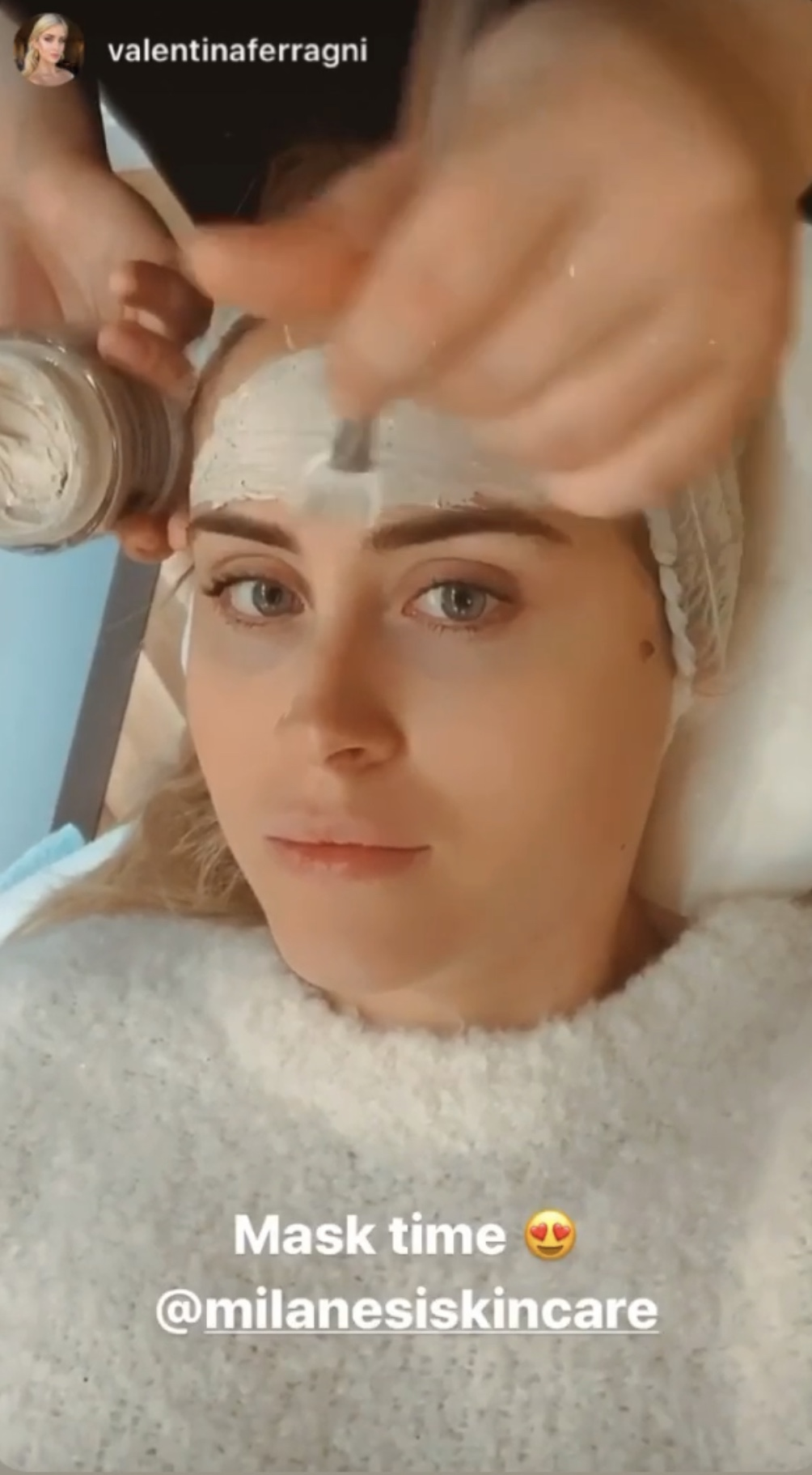 Valentina Ferragni using the purifying mask