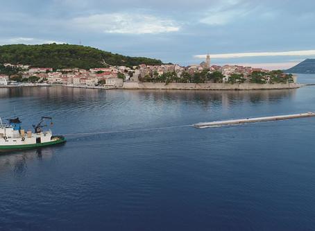 """Dotegljeni valobranski pontoni za projekt komunalne luke """"Porto UŠ"""""""
