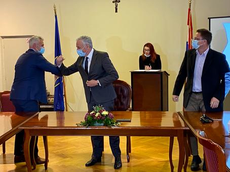 """Potpisan Sporazum o financiranje uređenja komunalnog dijela """"Luke Račišće""""."""