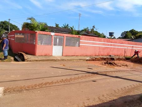 Prefeitura municipal de Plácido de Castro inicia troca de bueiros na  rua Olímpio da Silva Gomes