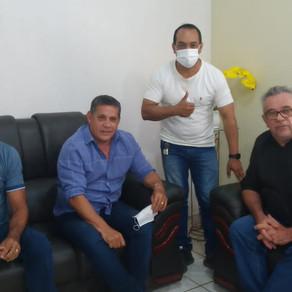 Prefeito Camilo Silva recebe a visita do Empresário Nelsinho Santiago.