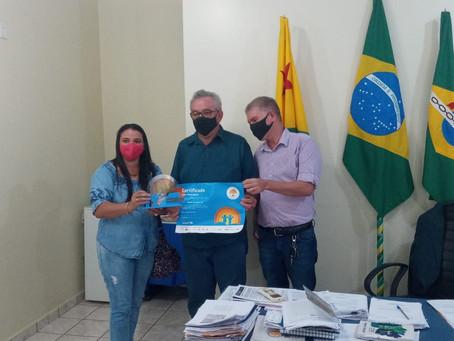 Prefeito Camilo Silva e Vice-Prefeito Enilton recebe da articuladora Joanadark do SELO UNICEF