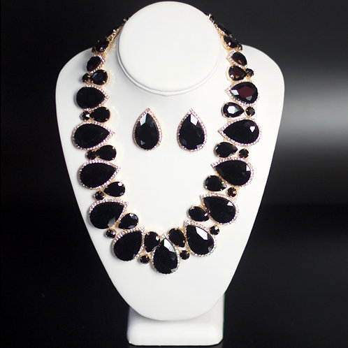 THE ROYAL QUEEN OF QUEENS NECKLACE SET