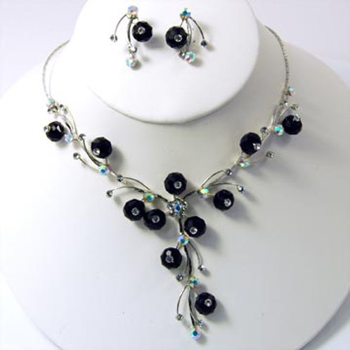 FACETED CRYSTAL FLOWERS NECKLACE SET