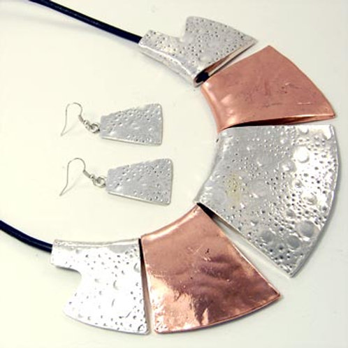 BOLD CASTING CRATER PLATES NECKLACE SET