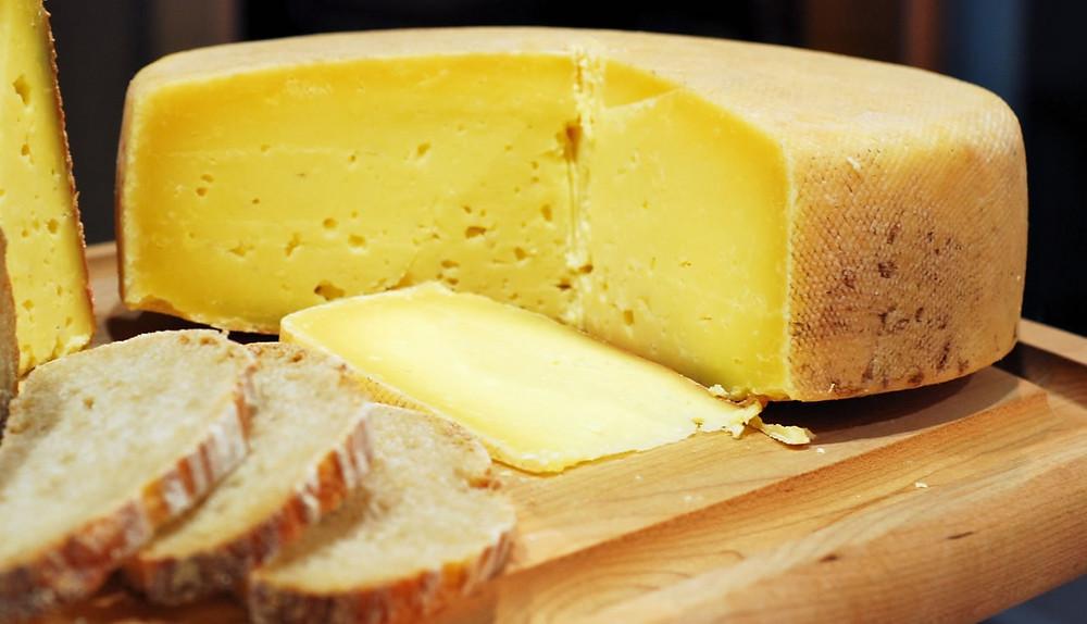 O Brunello harmoniza muito bem com queijo gruyère (Foto: divulgação/knowwhey.com)