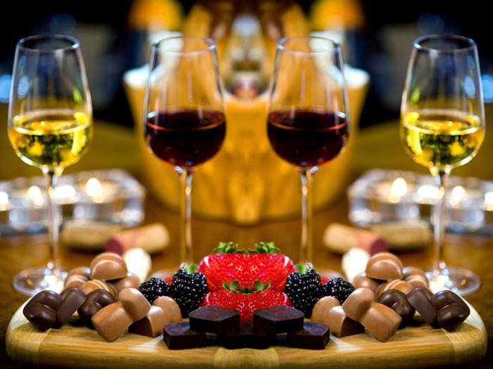 Vinho e chocolate harmonizam muito bem