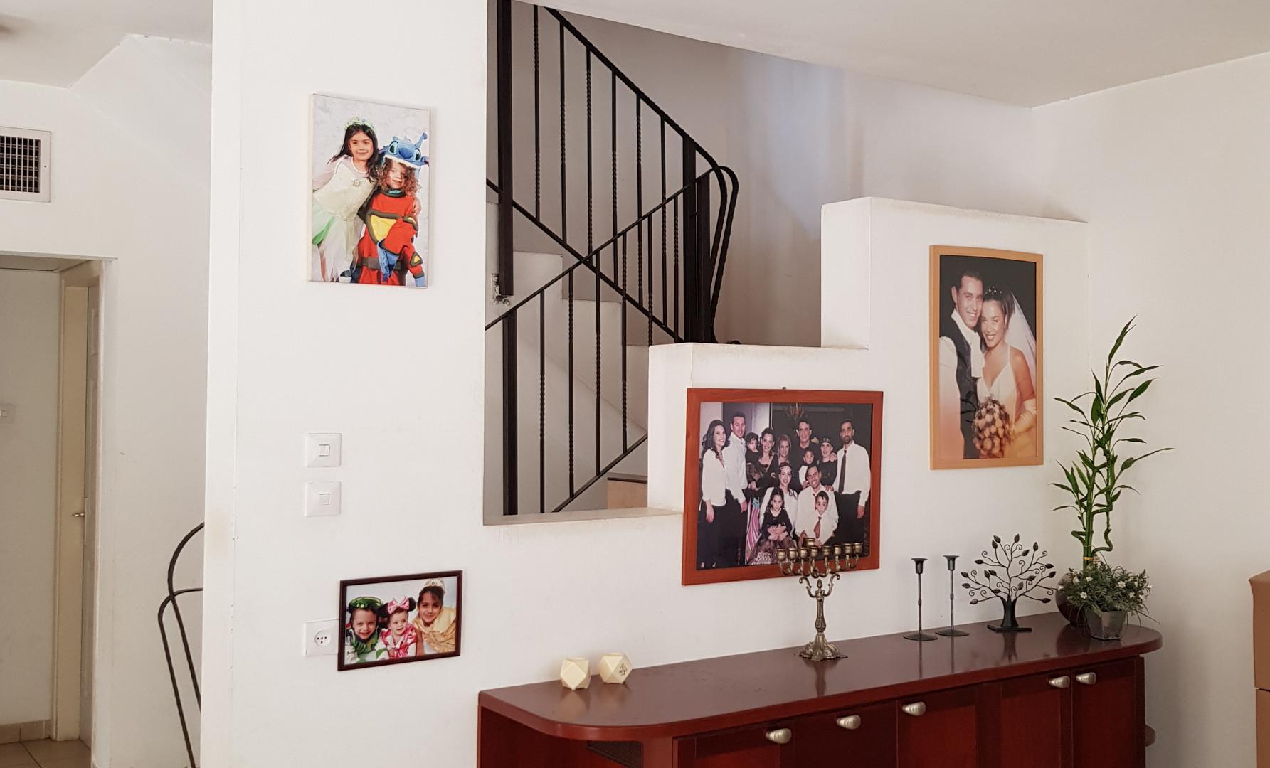 קיר מדרגות לפני