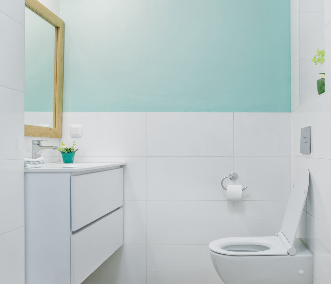 שילוב טיח צבעוני באמבטיה