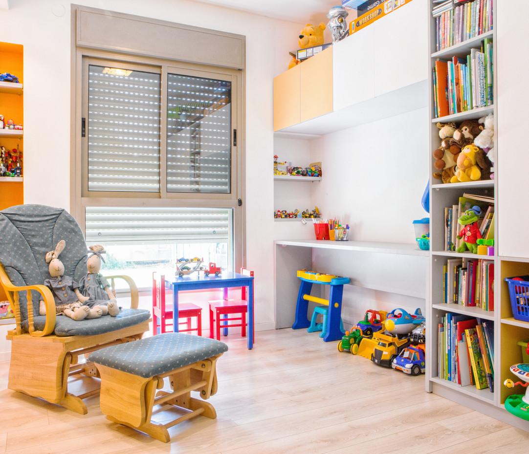 חדר משחקים צבעוני.jpg